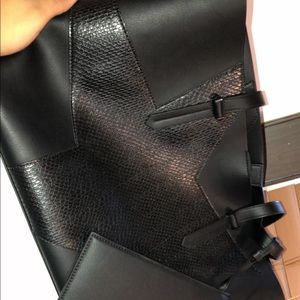 A black tote bag from Kendall and Kylie
